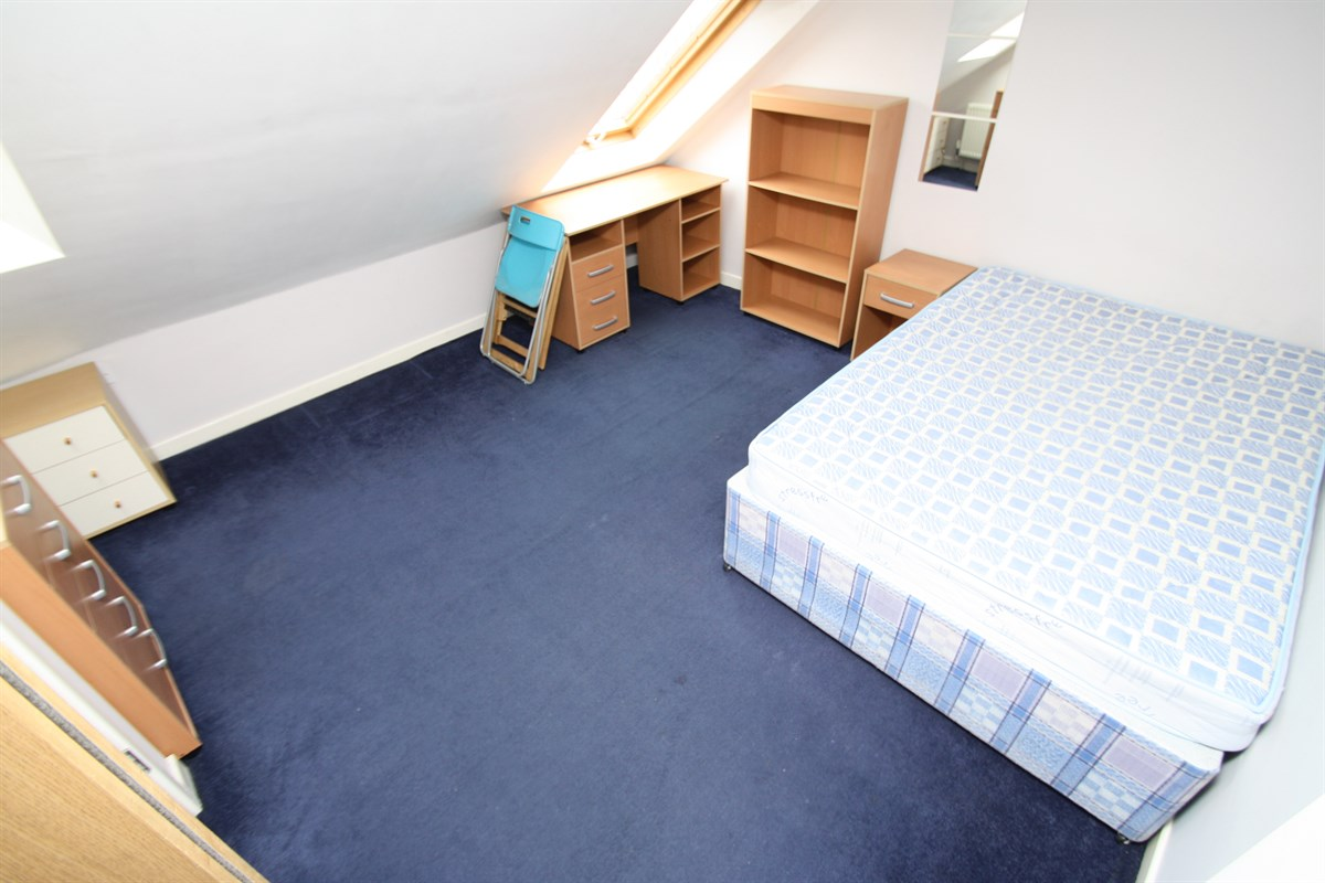 Second Floor Bedroom Room 4 In A 6 Bed Maisonette To