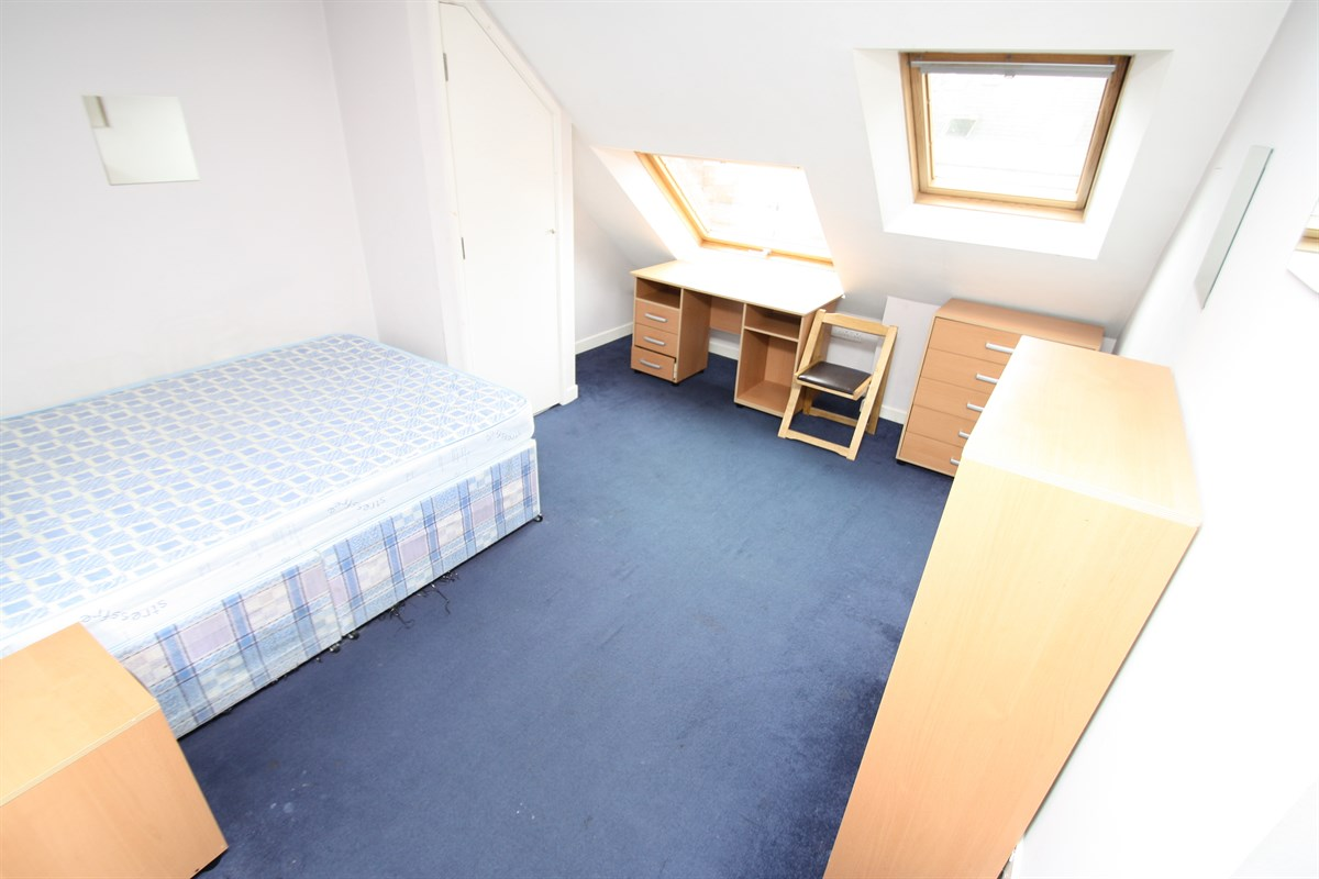 Second Floor Bedroom Room 5 In A 6 Bed Maisonette To