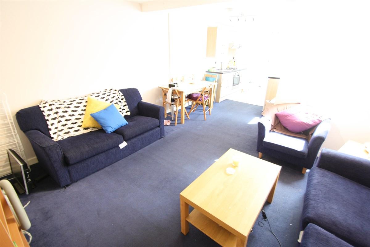 Second Floor Bedroom Room 6 In A 6 Bed Maisonette To