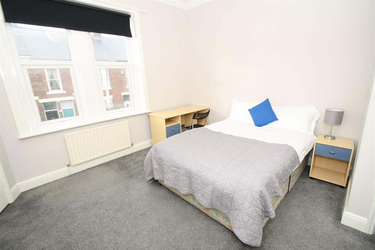 1st floor bedroom available room 2 in a 4 bed maisonette 4 bedroom maisonette